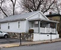 110 N Lawrence St, Charles Town, WV