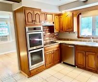 Kitchen, 55 Pond Ln