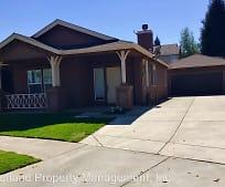 324 Treecrest Cir, Oakdale, CA