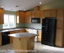 8382 Forest Grove Rd, White City, OR