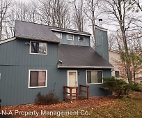 627 Country Pl Dr, Tobyhanna, PA