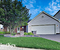 423 Beechwood Dr, Westmont, IL