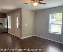 429 Oakwood Rd, Tullahoma, TN