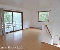 Living Room, 2204 Raven Rd