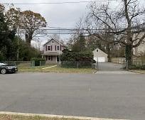 81 Division Ave, East Islip, NY