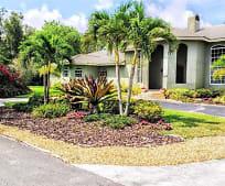 141 Royal Palm Ct, Lauderhill, FL