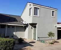 2836 W Mission Ct, Visalia, CA