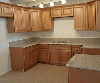 1011 Mojave Dr, Barstow, CA
