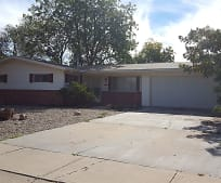 704 S Adams Dr, Roswell, NM
