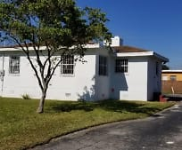 601 NW 90th St, Gladeview, FL