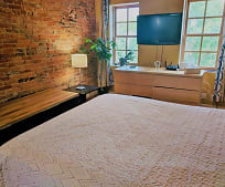 Bedroom, 506 St Mary St