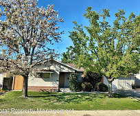 2702 W Harter Ave, Mooney, Visalia, CA