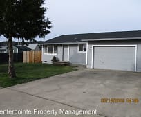 211 Valley Ct, Sutherlin, OR