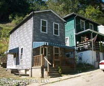 554 Wood St, Pitcairn, PA