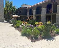 3220 Altura Ave, Anderson W Clark Magnet High School, La Crescenta, CA