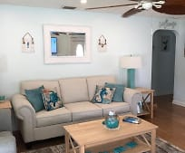 402 W Ocean Ave, Lantana, FL