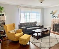 Living Room, 5316 Trask St
