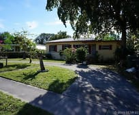 920 NE 138th St, Golden Glades, FL