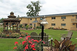 Strasburg Court Apartments - West Chester