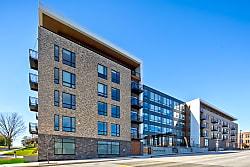 High Pointe Apartments - Sheboygan