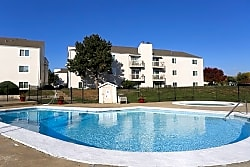 Whispering Pines Apartments - Topeka