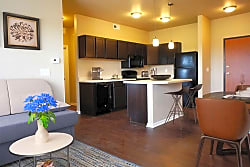 Broadway Heights Apartments - Des Moines
