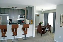 Devonshire Apartments - Bloomington