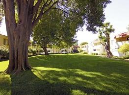 Glen Oaks Apartments - Hayward