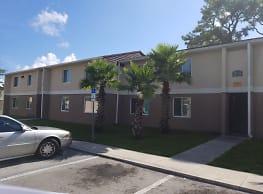 Pine Creek Village Apartments - Fort Pierce