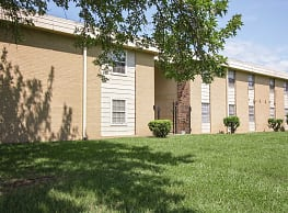 Village Square Apartments - Shreveport