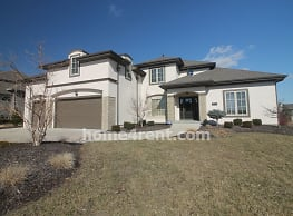 Former Model Home with lots of updates, granite co - Overland Park