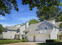 Hunter's Pointe Apartments &Townhomes - Overland Park