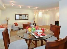 Lansdowne Towers Apartments - Aldan
