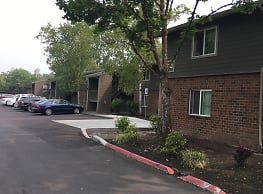 Woodland Park Apartments - Hillsboro