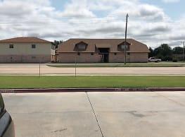 La Villa and Tanglewood Apartments - Lawton