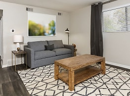 Carlyle Apartment Homes - Shawnee