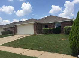 This 3 bedroom 2 bath home has 1781 square feet of - Fort Worth