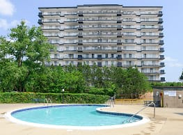 Carlyle Tower Apartment Homes - Southfield