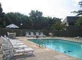Fairway Tower & Manor Apartments - Akron
