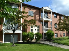 Deer Creek Apartments - North Royalton