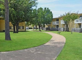 MacArthur Place at 183 - Irving