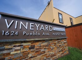 Vineyard Townhomes - Napa