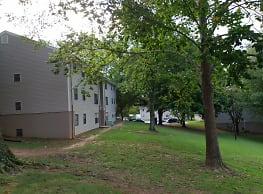 Hilltop Apartments - Hickory
