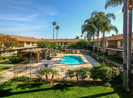 La Paz Apartments - Fountain Valley