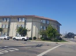 Plaza Grande Apartments - Salinas