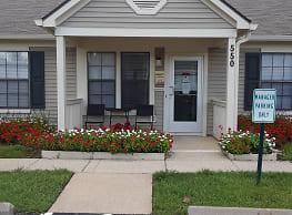 Oak Run Apartment Homes - Columbus