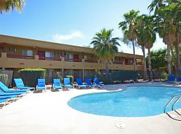 Sunpointe Gardens Apartments - Tucson