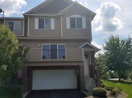 Hard to find WILDS TOWNHOME 3 bed 2 bath - Prior Lake