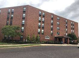 Burlington Manor Apartments - Burlington