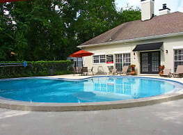 Grand Oaks Apartments - Tampa